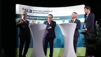 Launige Diskussionsrunde mit (von links) Klaus Wellershoff, Thomas Vogt, Reto Lipp und Marco Fumasoli.