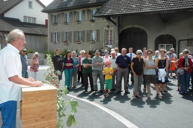 Viele Gäste lassen sich die Eröffnung der Rinikerstrasse nicht entgehen