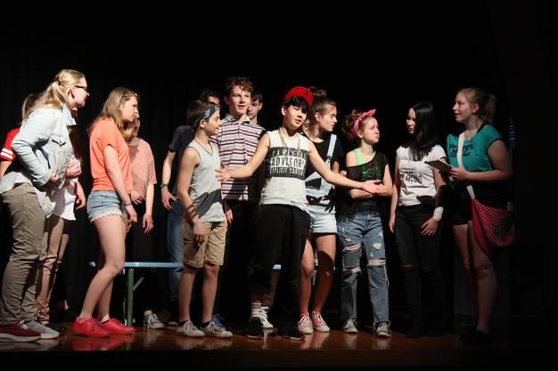 Am Ostermontag veranstaltete Theaterleiter Manfred Stenz einen Probetag für das Schultheater Seon