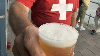 Schweizer Bierkonsum ist nur leicht rückläufig (Symbolbild)