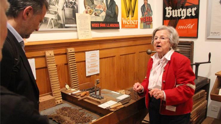 Zigarren herstellen ist eine aufwendige Sache, ist von Monika Villiger zu erfahren.
