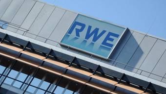 Das Logo des Energiekonzerns RWE in Hamburg (Archiv)