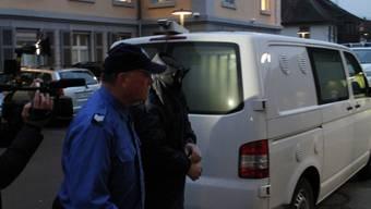 Heinz K. auf dem Weg ins Bezirksgericht. Er wurde zu einer Freiheitsstrafe von 20 Jahren inklusive Verwahrung verurteilt.