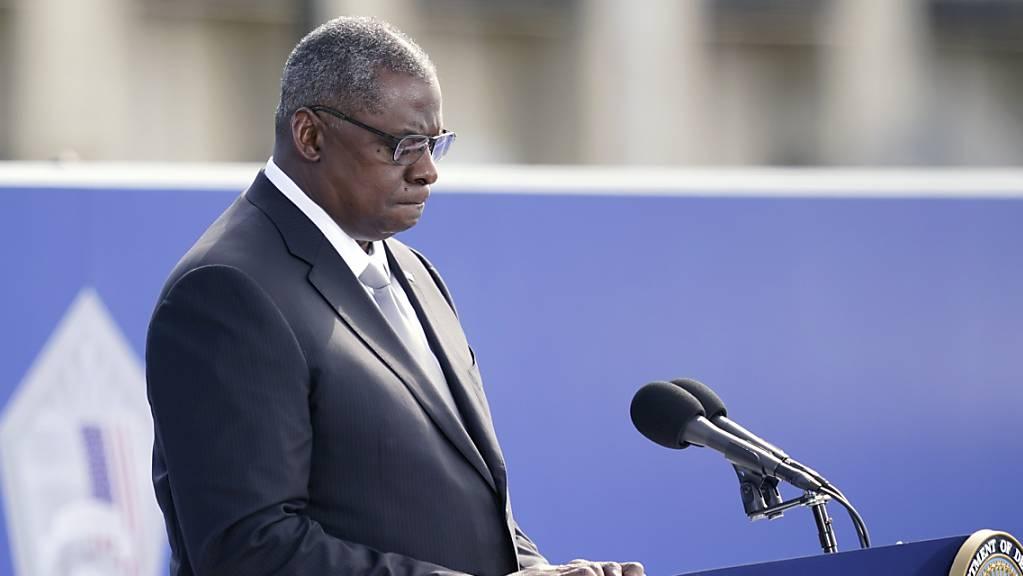 Lloyd Austin, US-Verteidigungsminister, spricht während einer Gedenkzeremonie im Pentagon anlässlich der Anschläge vom 11. September 2001. Foto: Alex Brandon/AP/dpa