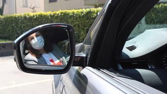 Nach überstandener Coronakrise nähert sich der Betrieb des Fahrdienstes allmählich der Normalität an – allerdings inklusive Schutzmaske. (Symboldbild)