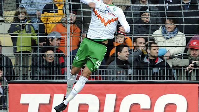 Torschütze Sandro Wagner feiert das 1:0 für Bremen