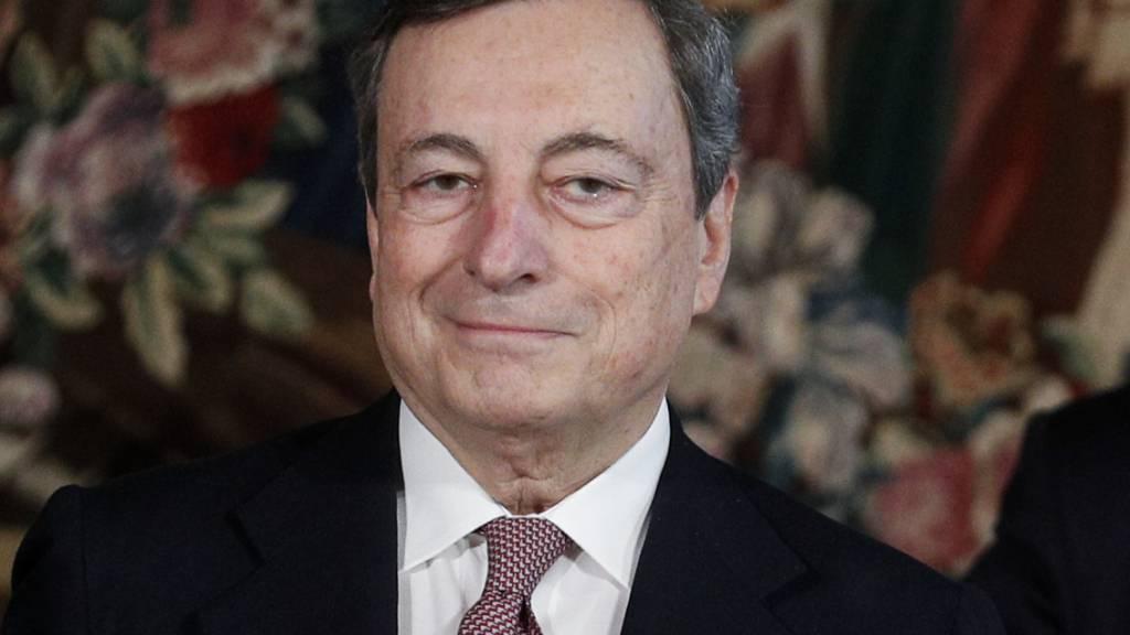 Mario Draghi, der neue Ministerpräsident von Italien, lächelt nach seiner Vereidigung im Präsidentenpalast Quirinale. Foto: Guglielmo Mangiapane/Reuters Pool/AP/dpa - Nutzung nur nach vertraglicher Vereinbarung