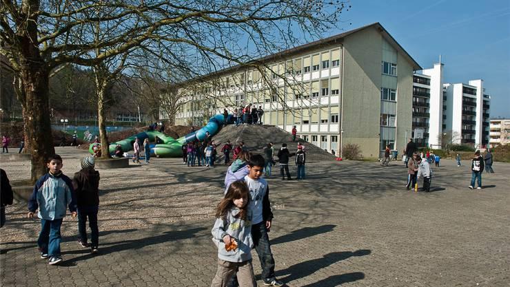 Das «Schibler» ist eines von vielen Schulhäusern. In Neuenhof besuchen 450 Kinder die Primarschule, 220 die Oberstufe und 180 den Kindergarten. zvg