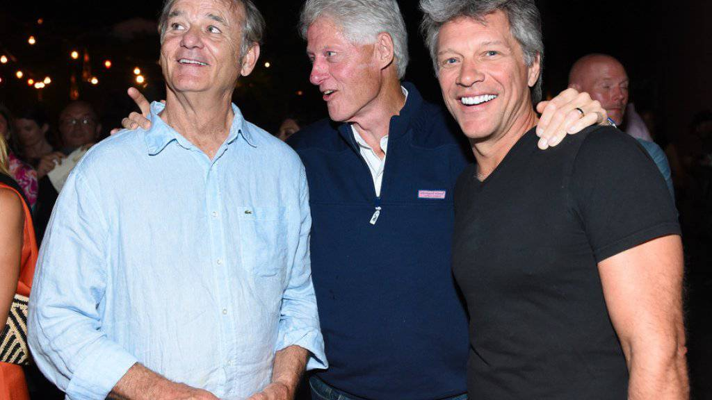 "V.l.: Bill Murray, Bill Clinton und Jon Bon Jovi auf der ""Rock the Kasbah""-After-Show-Party."