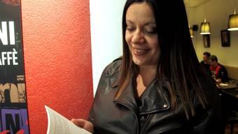Sina Merino liest aus ihrem zweiten Buch, einem Roman. gag