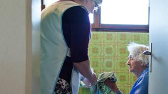 Die Spitex Gäu beschäftigt bei der Pflege und Haushilfe 44 Personen in 21 Vollzeitstellen, bei der Betreuung sind es 3 Personen. (Symbolbild)