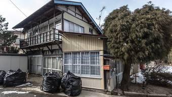 Die japanische Regierung will die Evakuierung für einen Grossteil des Dorfs Iitate Ende März aufheben und später die finanzielle Unterstützung der Bewohner beenden. Laut Greenpeace ist die Strahlung dort aber immer noch gefährlich hoch. (Archivbild)
