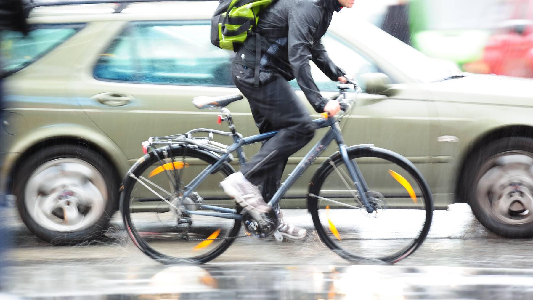 Velofahrer leben bei zu geringen Überholabständen gefährlich, findet Pro Velo Thurgau. (Symbolbild)
