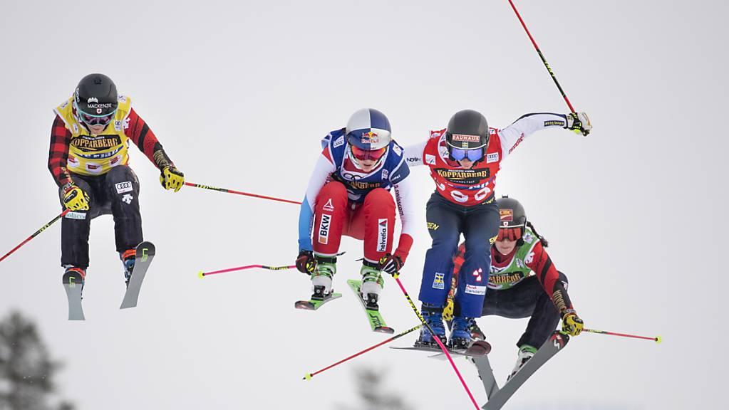 Fanny Smith (rote Skihose) und Sandra Näslund (blau) im Zweikampf