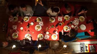 Auch ohne Feier wird gegessen: Statt zum Weihnachtsessen zu laden, geben viele Limmattaler  Betriebe Gutscheine ab – auch um die Restaurants zu unterstützen.
