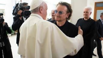 """""""Mann kann den Schmerz in seinem Gesicht sehen"""": U2-Frontsänger Bono zu seinem jüngsten Besuch bei Papst Franziskus."""