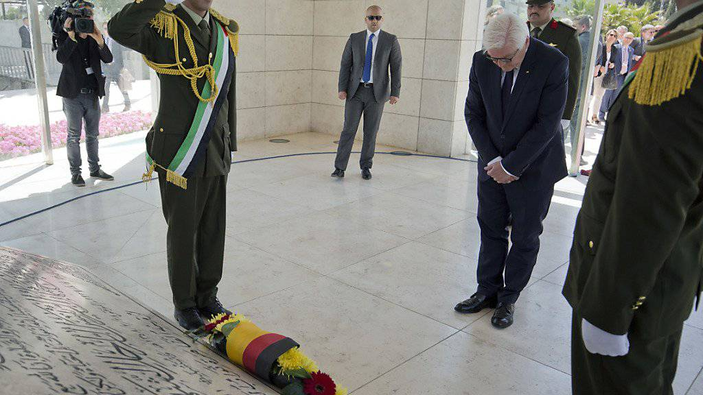 Steinmeier vor Arafats Grab in Ramallah.