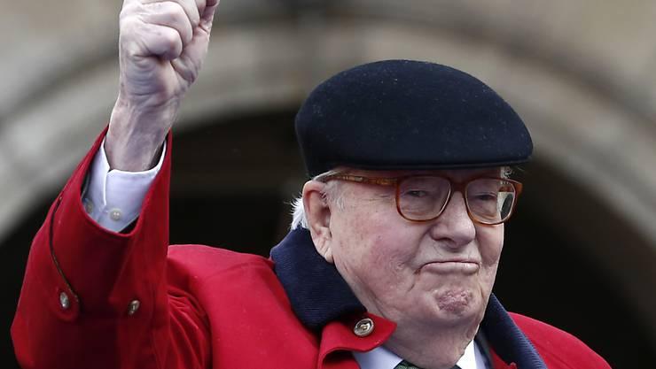 Der mittlerweile neunzigjährige französische Rechtsaussenpolitiker Jean-Marie Le Pen ist wegen homophober Äusserungen verurteilt worden. (Archivbild)