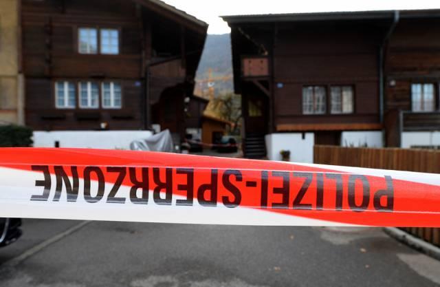 Der von der Polizei abgesperrte Tatort in Wilderswil (Archiv)
