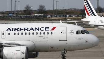 Die Airline Air France-KLM hat im letzten Jahr trotz eines Chefwechsels und Streiks mehr Gewinn erzielt. Zu schaffen machen der Gruppe steigende Treibstoffkosten.(Archivbild)