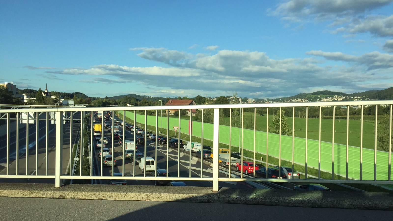 Autofahrer müssen sich auf der A1 in Richtung St.Margrethen gedulden.