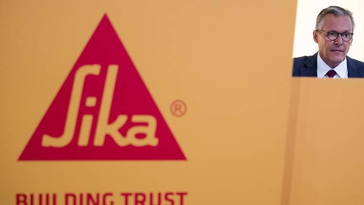 Altlast beseitigt: Die Sika-Aktionäre stimmen am Montag der Einführung der Einheitsaktie zu. (Bild: Sika Verwaltungsratspräsident Paul Hälg an der Sika-Generalversammlung in Baar)
