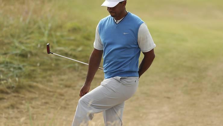 Tiger Woods in der typischen Golfplatz-Landschaft von Carnoustie