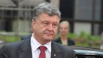 Der ukrainische Präsident Petro Poroschenko sagte in einem Fernsehinterview, dass der Ukraine die Waffen ausgehen.