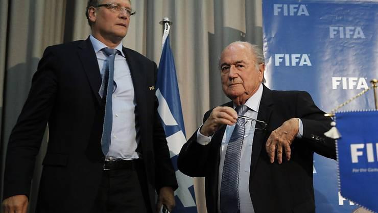 Der damalige FIFA-Präsident Sepp Blatter und sein damaliger Generalsekretär Jérôme Valcke im Dezember 2014 in Marokko