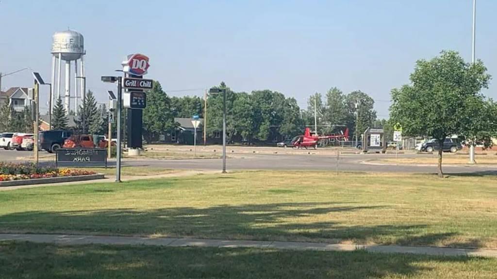Mann fliegt in Kanada mit Helikopter zur Gelateria