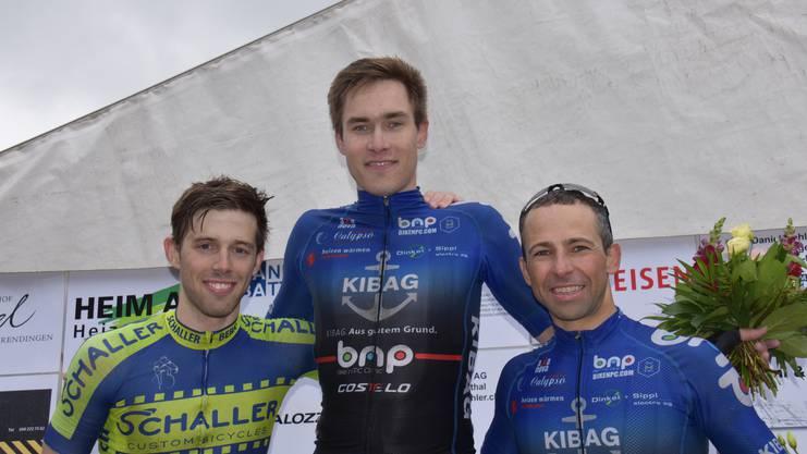 Bei den Amateuren standen Cyrill Steinacher (Mitte) vor dem Berner Kevin Schaffner (links) und Vorjahressieger Stefan Rütimann zuoberst auf dem Podest.