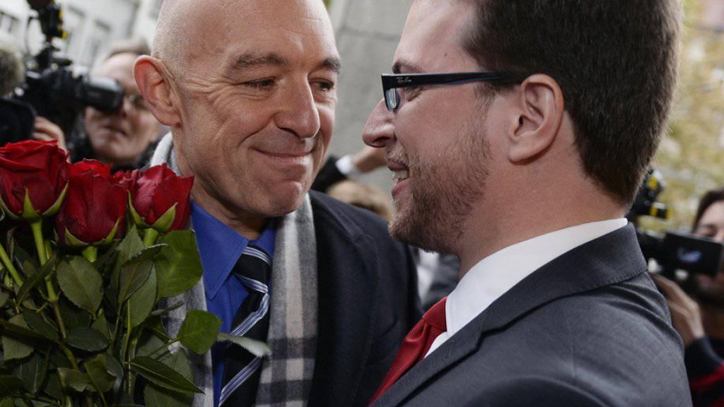 Der frischgewählte Zürcher Ständerat Daniel Jositsch (l.) strahlt mit SP-Kantonalpräsident Daniel Frei.