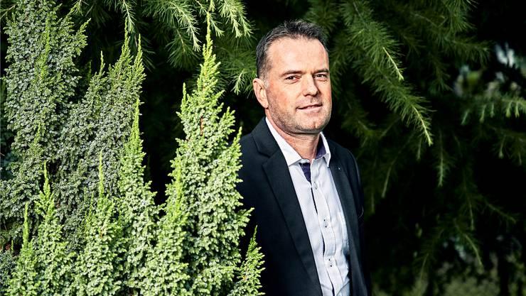 Der EDU-Grossrat und Nationalratskandidat Rolf Haller (49) in seinem Garten in Zetzwil.