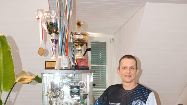 Pokale und Preisgeld: Das E-Sport-Team «mYinsanity», bei dem Manuel Oberholzer als Manager fungiert, hat seit der Gründung 2009 über eine halbe Million Franken gewonnen.