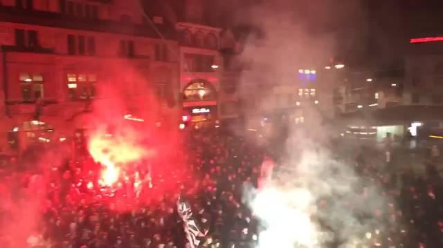 Die Fans singen für ihren FCB