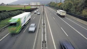 Autobahn: Wer rechts überholt, muss mit einer saftigen Busse rechnen. (Symbolbild)