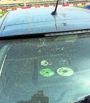 Der Staub war überall. Hier die bedeckte er die Windschutzscheibe eines parkierten Autos.
