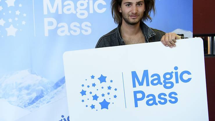 """Auch der Snowboarder und Musiker Pat Burgener rührte in Lausanne die Werbetrommel für den neuen """"Magic Pass""""."""