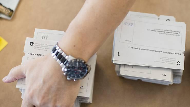 Für den 9. Februar 2020 werden wieder Abstimmungszettel verteilt. Schweizer Stimmberechtigte entscheiden dann über eine Initiative und ein Referendum. Es wird der erste Abstimmungssonntag der neuen Legislatur. (Themenbild)