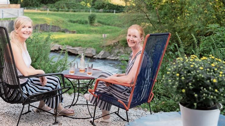 Grit Hoffmann (l.) und Beatrice Joray erfüllen sich im Stroppelareal in Untersiggenthal den Traum vom eigenen Café am Fluss.