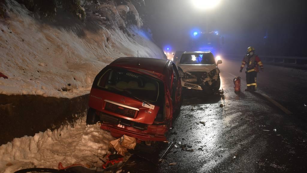 Drei Leichtverletzte bei Kollision zweier Autos