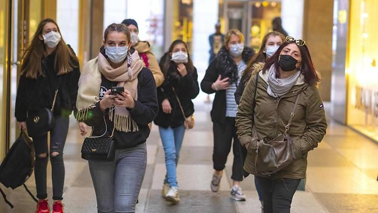 Das Coronavirus wütet in Europa vor allem in Italien. Der Mundschutz gehört im Belpaese mittlerweile in vielen Städten zum Alltag. (Archivbild)