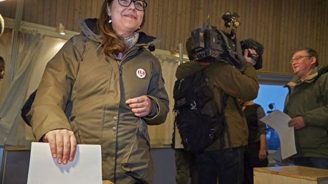 Wählerinnen und Wähler in Grönland