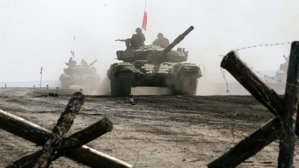 Abzug: Konfliktparteien in der Ukraine wollen ihre Waffen von der Front entfernen (Symbolbild).