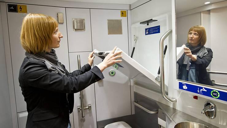 New York verlangt neu in öffentlichen Gebäuden den Einbau von Wickeltischen auch in Herren-Toiletten. (Symbolbild)
