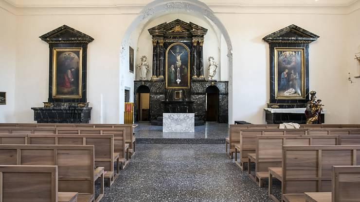 In der neugestalteten Peterskapelle im Herzen Luzerns lassen sich die Kirchenbänke zusammenfalten.