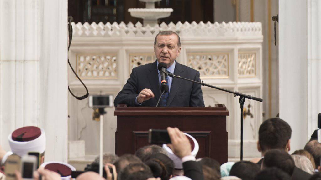 Der türkische Präsident Recep Tayyip Erdogan spricht anlässlich der Eröffnung einer von seinem Land finanzierten Moschee in den USA.