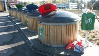 Grosse Mengen achtlos und illegal deponiertes Recyclingmaterial sorgten für erheblichen Mehraufwand. Nun wird die Sammelstelle Giessacker ausserhalb der Öffnungszeiten abgesperrt.