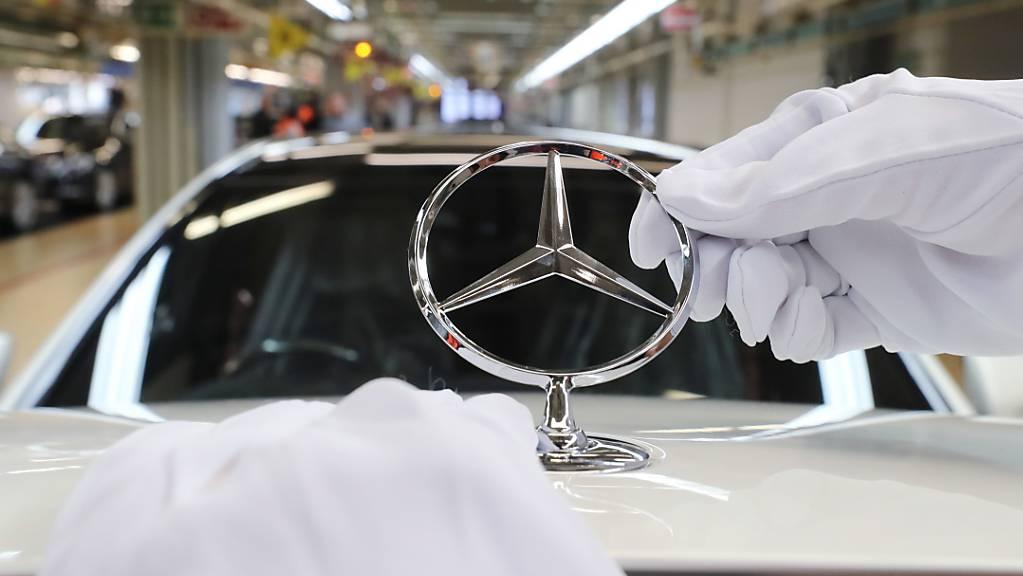 Mercedes ruft wegen Brandgefahr weltweit knapp 300'000 Autos zurück. (Archiv)