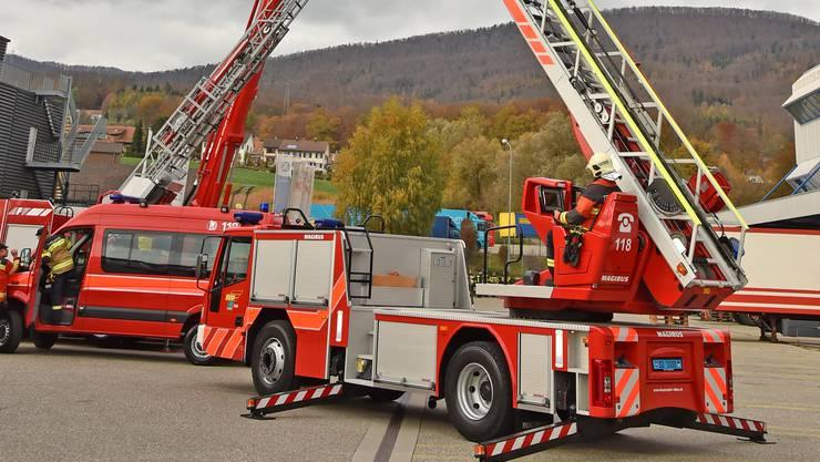 Der Reigen der Hubrettungsfahrzeuge an der Hauptübung in Rickenbach.
